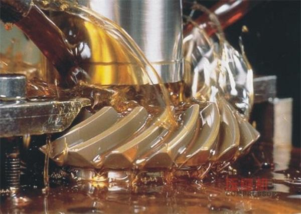 防止风冷式有油润滑活塞空压机窜油的研究