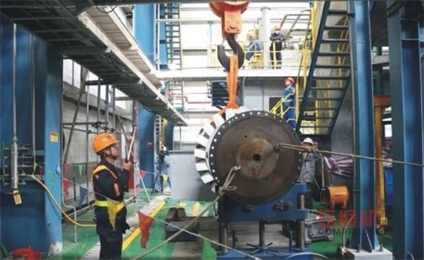 国内首例空压机电机现场滑出式抽芯检修完成