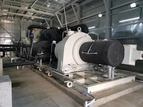 国内首台套兆瓦级离心压缩机空气源热泵投用